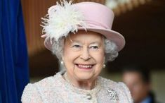 Extreme Makeover, Buckingham Palace edition—some major changes are currently taking place at Her Majesty the Queen's residence. Entertainment Weekly, Princess Margaret, Princess Diana, Prins Philip, Queen Pictures, Her Majesty The Queen, Fashion Looks, Royal Fashion, Braut Make-up