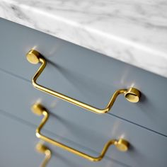 A timeless furniture handle available in untreated brass as well as in a lacquered or chrome finish. The classic design of the handle is suitable for the kitchen as well as for a wardrobe or a chest of drawer. Kitchen Hardware, Kitchen Handles, Brass Handles, Drawer Handles, Cabinet Hardware, Drawer Pulls, Furniture Handles, Furniture Hardware, Bathroom Furniture