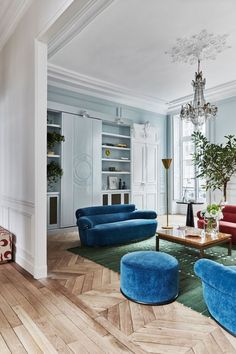 Gorgeous eclectic apartment in 17th century building in Paris | PUFIK. Beautiful Interiors. Online Magazine #interiordesignlivingroommodern #interiordesignlivingroom #interiordesignlivingroomcolors #interiordesignlivingroomrustic #interiordesignlivingroomwarm