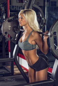 Female Form #StrongIsBeautiful #Motivation #WomenLift2 Nikki Blackketter