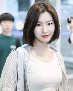 Cute Girls, Cool Girl, Aesthetic People, Cute Korean Girl, Korean Actresses, Girl Bands, Beautiful Asian Women, Asian Woman, Kpop Girls