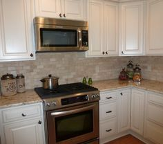 Colonial Gold Granite Countertop with Travertine Backsplash traditional-kitchen Tuscan Kitchen, Traditional Kitchen Design, Simple Kitchen, Countertop Design, Kitchen Tiles Design, Gold Granite Countertops, Kitchen Redo, Travertine Backsplash, Backsplash Designs