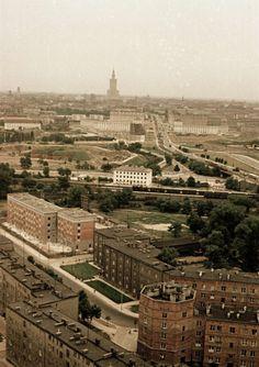 Panorama Warszawy od strony ŻoliborzaZdjęcie udowadnia, że Pałac Kultury i Nauki nie ukryje się nigdzie. Nawet na Żoliborzu. Na zdjęciu: widoczna gen. Zajączka i Cytadela w której stacjonowało Dowództwo Wojsk Lądowych.