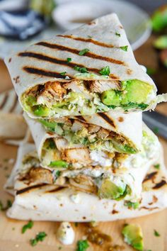 You Can Meal Prep on Sunday This Chicken Avocado Burrito recipe makes for the perfect meal prep lunch.This Chicken Avocado Burrito recipe makes for the perfect meal prep lunch. Healthy Snacks, Lunch Snacks, Eating Healthy, Healthy Lunch Wraps, Breakfast Healthy, Dinner Healthy, Healthy Drinks, Healthy Meals With Chicken, Healthy Burritos