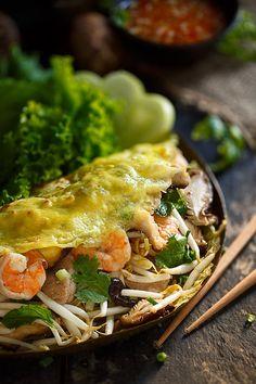 Bahn Xeo (Vietnamese crêpe) Recipe here : www.begirlfoodphoto.com