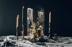 Gah, I'm dying over these moody floral projects by florist designer Anna Potter. Her creative vision is utterly stunning, changing how we perceive arrangements by the way she uses unexpected elements like mushrooms or displays like…