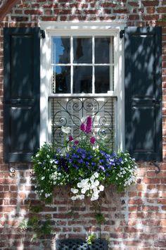 Windows and doors, cottage windows, garden windows, balcony window, black. Cottage Windows, Garden Windows, Iron Windows, Windows And Doors, Window Boxes, Window Sill, Shutter Colors, Balcony Window, Flower Window