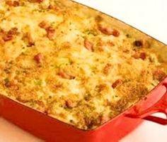 """Jy het nodig: Ongeveer 1 Koolkop, Grof Gekerf 1 medium grootte ui, gekap 1 aartappel in plat ronde dik skywe gesny pakkie Spek in stukke """"cocktail"""" kaasworsies Pakkie """"Potato Bake… Braai Recipes, Vegetable Recipes, Cooking Recipes, Bobotie Recipe, Kos, Best Potato Salad Recipe, Baked Cabbage, Apple Crisp Recipes, South African Recipes"""