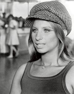 Barbara Streisand, hollywood glamour or music board? Old Hollywood, Hollywood Stars, Classic Hollywood, Jennifer Aniston, Barbara Streisand, Jacqueline Bisset, Diana Dors, Charlotte Rampling, Ginger Rogers