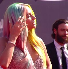 Red Carpet Nails: The 2014 VMAs | Salon Fanatic