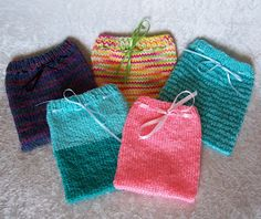 Carissa Knits: Drawstring Pouches - free knitting pattern that's great for oddball remnant yarn