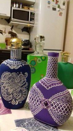 Wine Bottle Art, Wine Bottle Crafts, Bottle Painting, Dot Painting, Mandala Pattern, Mandala Art, Bottles And Jars, Glass Bottles, Diy And Crafts