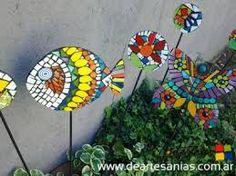 Resultado de imagem para tutor em mosaico Mosaic Garden Art, Mosaic Art, Mosaic Glass, Mosaic Tiles, Tile Crafts, Mosaic Crafts, Mosaic Projects, Mosaic Designs, Mosaic Patterns