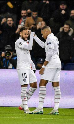 Neymar Jr, Cristiano Ronaldo 7, Ronaldo Juventus, Best Football Players, Soccer Players, As Monaco, Mbappe Psg, Soccer Backgrounds, Paris Saint Germain Fc
