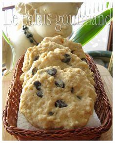 Si vous avez des sachets de gruau à passer, cette recette-ci est parfaite pour ça. Hé oui ces délicieux biscuits sont fait avec ces fameu...