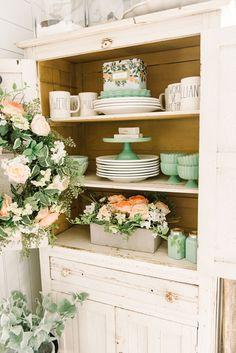 Cheerful Spring Farmhouse Dining Room | great pin for farmhouse & cottage style spring decor