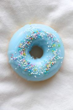 This cute donut soap smells just like sweet blueberries and is filled with fun sprinkles! It's sure to make a great gift or just brighten up your bathroom. Generously lather up with this cute lil soap