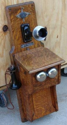 Old Vought Berger oak wall phone antique telephone - Austin Y - Cell Phone Models Vintage Phones, Vintage Telephone, Antique Phone, Good Old Times, Old Phone, Old Models, Old And New, Liquor Cabinet, Old Things
