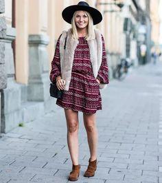 Colete pele - ganha ares boho com chapéu e ankle boots, e é ideal para um look de festival
