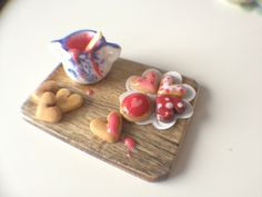 Gingerbread Biscuits Preparation Board -  Dollhouse Miniature Food. €13.50, via Etsy.
