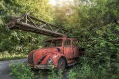 Neu in meiner Galerie bei OhMyPrints: Lost Place Feuerwehr Feuerwehrauto #lostplace #abandonedplace #Feuerwehr #oldtimer