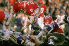 Super Bowl IV January 1970 The final Super Bowl before the merger. The AFL's Kansas City Chiefs beat the Minnesota Vikings at Tulane Stadium in New Orleans, as the Chiefs defense limited the Vikings to only 67 yards despite being heavy underd Football Usa, Football Photos, School Football, American Football League, National Football League, Association Football, Broncos Fans, Football Conference, Vintage Football