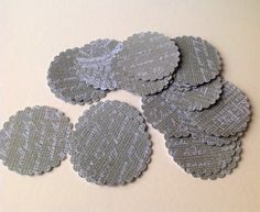 Paper Scalloped Edge Large Circles, Hessian & White Print,100pk £1.20
