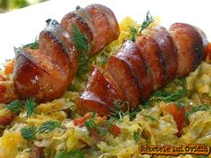varza cu carnati Romanian Food, Romanian Recipes, Cabbage Recipes, Baked Potato, Good Food, Menu, Cooking, Ethnic Recipes, Kitchens