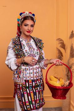 Live In The Present, Present Day, Folk Costume, Costumes, Albanian Culture, Folk Clothing, Folklore, Traditional Outfits, Greece