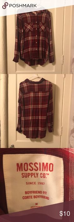Mossimo Boyfriend Fit Shirt Only worn a couple of times! EUC excellent used condition no defects or imperfections. This boyfriend fit button down shirt looks great with leggings or jeans. Mossimo Supply Co. Tops Button Down Shirts