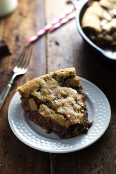 Deep Dish Chocolate Chip Cookie with Caramel and Sea Salt - Pinch of Yum
