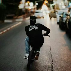 Miss it Shared by Motorcycle Clothing - Two-Up Bikes Portrait Photography Men, Bike Photography, Urban Photography, Bmx Pro, E Skate, Bmx Street, Bmx Freestyle, Poses For Men, Bike Style