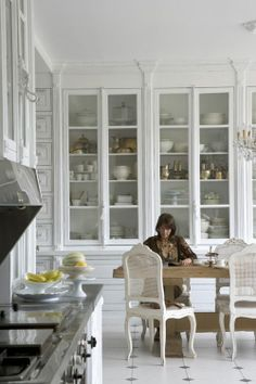 Dining room built-in style.omg I love this kitchen/dinning room