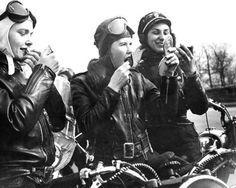 vintage-motorcycle-girls.jpeg (500×400)