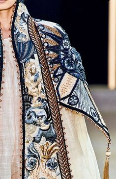 Guo Pei Haute Couture Fall 2019 - Not Ordinary Fashion is art Pastel Fashion, High Fashion, Womens Fashion, Fashion Fashion, Guo Pei, Fashion Details, Fashion Design, Trends, Elegant Outfit