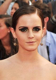 Emma Watson Smoky Eyes    Emma Watson experimented with the smoky-eyed look by using hints of gold with this daring beauty look. She finished off the look with full, perfectly groomed brows.