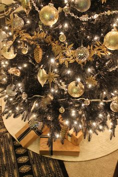 Copy Cat Chic | Black Christmas tree with gold, silver and platinum metallic ornaments #Treetopia