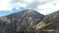 La Cabeza del Cervunal (2.091 m) y El Portillo (1.903 m) desde la cresta de los Galayos