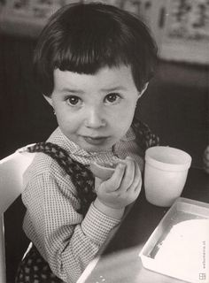 Martin Martinček - V detských jasliach III. Gordon Parks, North Vietnam, Tennessee Williams, Iconic Photos, French Photographers, Marlon Brando, African Animals, Magnum Photos, Glamour Photography