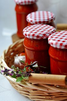 Sos pomidorowy na zimę Red Tomato, Meals In A Jar, Red Gingham, Polish Recipes, Farmers Market, Cake Recipes, Food Photography, Spices, Food And Drink