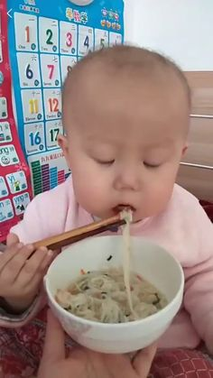 Developing those chopstick skills at an early age Funny Babies, Baby Funny Videos, Funny Kids, Cute Babies, Baby Kids, Cute Gif, Funny Cute, Hilarious, Funny Memes