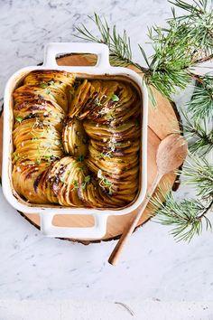 Lehtiperunat   Meillä kotona I Love Food, Good Food, Yummy Food, Vegetable Sides, Vegetable Recipes, Potato Recipes, Food Inspiration, Tapas, Side Dishes