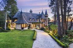 (Small Luxury Hotels of The World) Unusual Places To Stay In Australia: Thorngrove Manor Hotel, South Australia (A romantic castle retreat with inspired architecture featuring fantasy turrets and towers, Thorngrove Manor Hotel is the perfect place for lovers to stay near Adelaide. The five-roomed hotel boasts winding staircases, friezes and fireplaces, antiques and artwork fusing contemporary design and baroque interiors. Part of the Small Luxury Hotels of the World, each room has its…