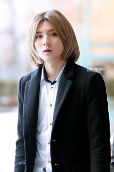 Choi Ren Nu'est at Minhyun's graduation 2014