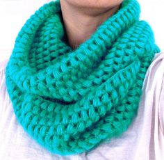 Chunky crochet cowl scarf