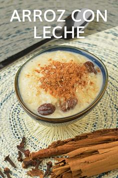 A delicious combination of white rice, cinnamon, cloves, sugar, evaporated and condensed milk for a sweet treat. Easy to prepare, easy to eat. #PeruvianFood #LatinRecipes #arrozconleche #ricerecipes Peruvian Desserts, Peruvian Dishes, Peruvian Recipes, Latin American Food, Latin Food, Delicious Desserts, Dessert Recipes, Yummy Food, Food Staples