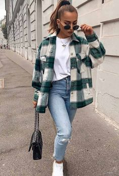 Comfy Fall Look With Flannel Shirt ★ When the fall knocks.,Comfy Fall Look With Flannel Shirt ★ When the fall knocks on your door, it is time to think about trendy fall outfit ideas. Trendy Fall Outfits, Winter Fashion Outfits, Flannel Fashion, Black Outfits, Cute Flannel Outfits, Flannel Shirt Outfit, Winter School Outfits, Comfy School Outfits, Back To School Outfits Highschool