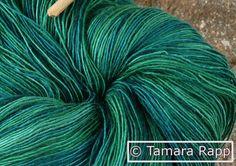 Handgesponnen & -gefärbt - Unergründlicher Weiher 1 - handgefärbtes Lacegarn - ein Designerstück von HerzKoenigin bei DaWanda
