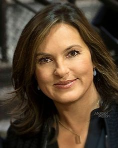Mariska hargitay Female Actresses, Female Celebrities, Elite Squad, Olivia Benson, Mariska Hargitay, Law And Order, Stunning Women, Beautiful Actresses, Girl Crushes