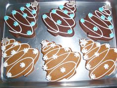Christmas Tree Cookies - I did these in chocolate and then also in gingerbread(which was my fav) (christmas desserts decorations) Christmas Biscuits, Christmas Tree Cookies, Iced Cookies, Christmas Sweets, Christmas Cooking, Noel Christmas, Holiday Cookies, Holiday Treats, Cake Cookies